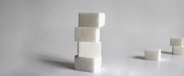 El azúcar que contienen los alimentos.